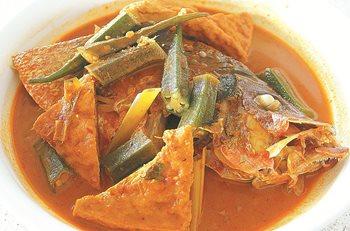 水记咖哩鱼头的重点就是咖哩酱汁,咖哩浓稠,让食客食髓知味。