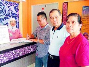 让查(签名者)前来为岳父、岳母协调入住Anjung Kasih事宜。
