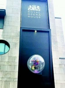 伦敦皇家剧院(Royal Opera House)位于市场的北侧﹐是英国首屈一指的歌剧院﹐目前也是世界四大歌剧院之一。