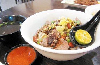 干捞瀨粉会附上半颗酸柑,將酸柑汁挤入辣椒酱食用是海南人的传统吃法。