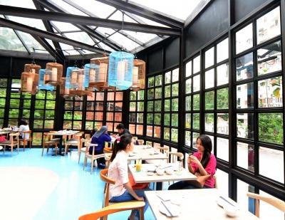 Dolly Dim Sum透明的落地玻璃窗隔开了喧哗,充沛阳光照得食客心也安静下来。