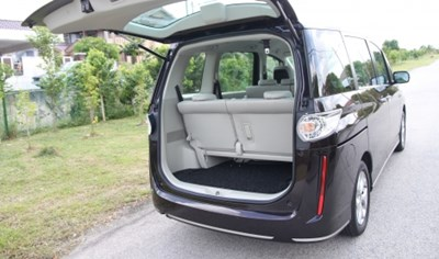 就如近几年外国各大车商的休旅车,biante也採用了座位可灵活调整的椅垫,充分发挥空间效能。