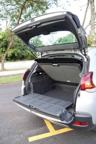 后车厢下段尾门能够往下打开,空间可变性多样化。