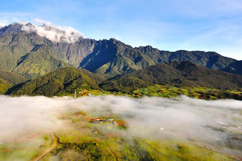 从高空望去,神山景色美不胜收。