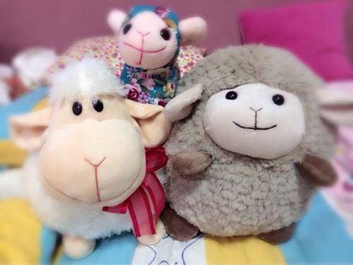 配合羊年的到来,制造商制作许多可爱造形的羊。