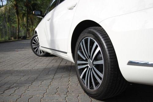 搭配了17吋的德国马牌轮胎,让The Passat在操控以及噪音抑制上有所加强。