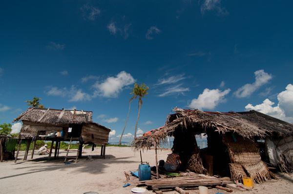 一些岛上居民的房子也是那么的简陋,他们的生活环境可想而知。