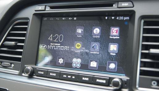 Sonata中控台的整体表现相当平面,內装的简约设计体现了「少就是多」的大气风格。