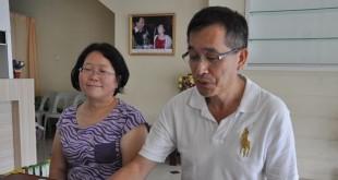 刘凤联同夫婿潘冠铭在新闻发布会上合影。