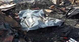 警方和消防员在现场发现杨氏父子烧焦的遗体。