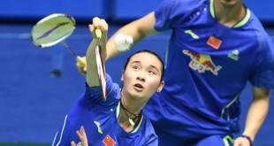 """""""炳萤组合""""将在半决赛对阵东道主中国的头号种子包宜鑫(前)与刘成(后)。"""