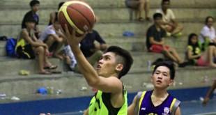 霸虎队的郭锦铭快攻单手上篮。