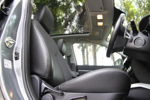 有了全景式的採光顶,ASX的空间感更为舒適,也炫目许多。