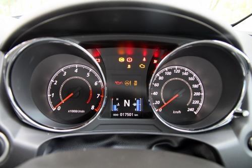 ASX的仪表板显示模式相当清晰,车速及油耗都能即时瞭解。