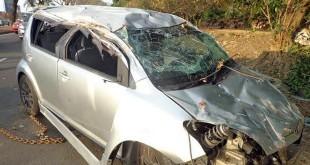 被拖回正位的迈威严重受损。