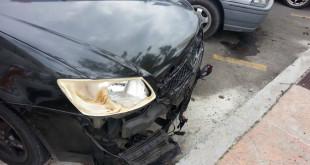 受到波及的威拉轿车部份损毁。