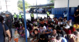 一百五十多名非法移民遭警方押返加拉文星警局。