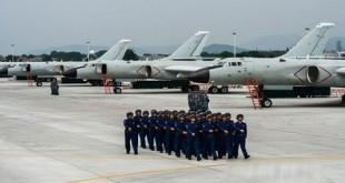 中国军方发放轰6K部队日常训练的照片。