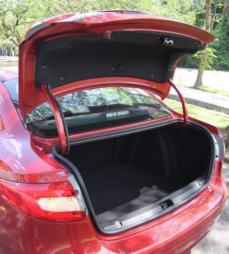 530公升的后车厢空间相当好用,且平整性高,开口大,装载能力非常实用。