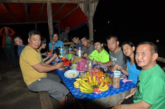 民宿的晚餐,吃得简单和饱满。