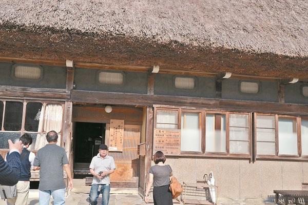 和田家具有4 0 0年以上的历史,是白川乡里最大最古老的合掌屋住宅,也是建筑物里外修缮最完整,周遭环境保存最良好的建筑。