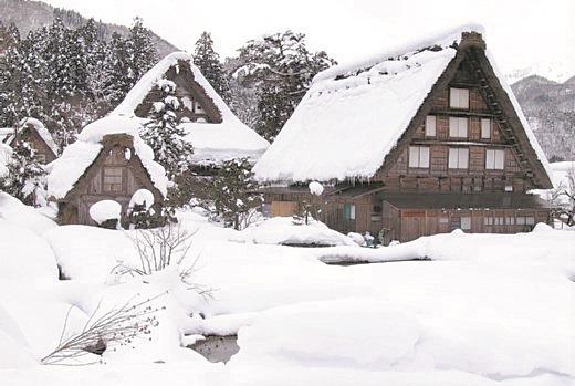 这3座合掌屋是观光客在冬天季节来访时,最爱拍照取景的地方。