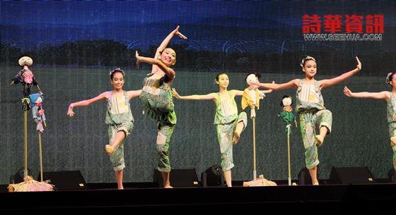 台湾兰阳舞蹈团《庆丰收》。
