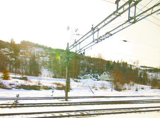 冬季的卑尔根铁路,沿途风景被白茫茫的大雪覆盖着,干净美丽。