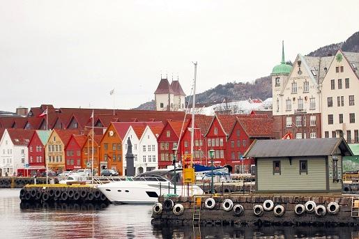 布吕根码头最有名的就是这些以木为结构的古老房子,山墙都是木条建成,颜色鲜艳。