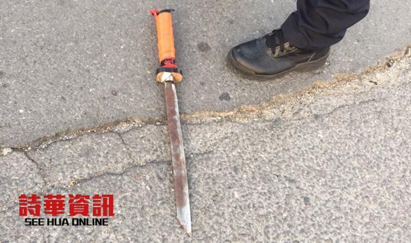 被弃置在现场的一把日本武术刀。