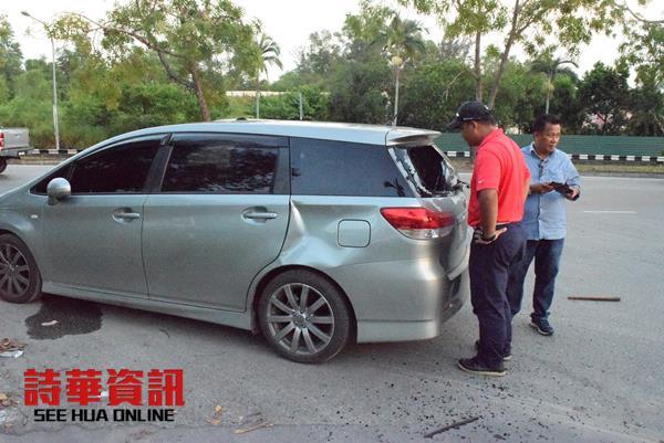 美里刑事部副主任索罗门(红衣者)检查被砸的休旅车,即发现车上藏有重型武器。
