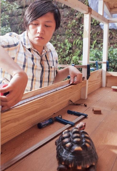 为了乌龟有更大活动空间,林我霖特别自制新房给乌龟们住。