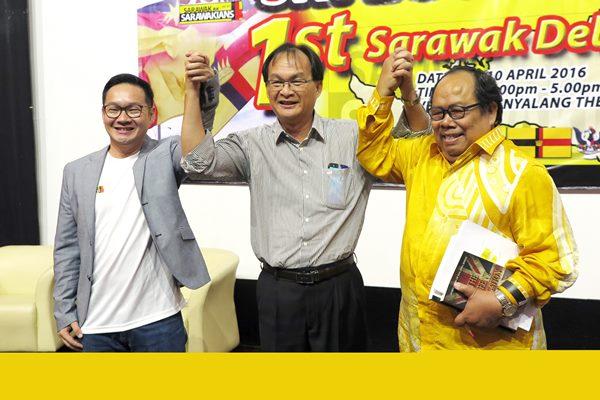 3个政党辩论手在舞台合影。左起为人联党代表程明智、公正党代表巴鲁比安及新砂拉越达雅党代表波特利。