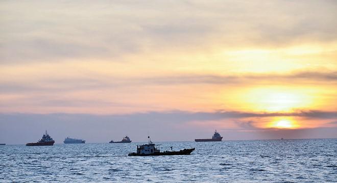 水口伯公廟是觀賞夕陽的好去處,故此吸引不少人到此一游。