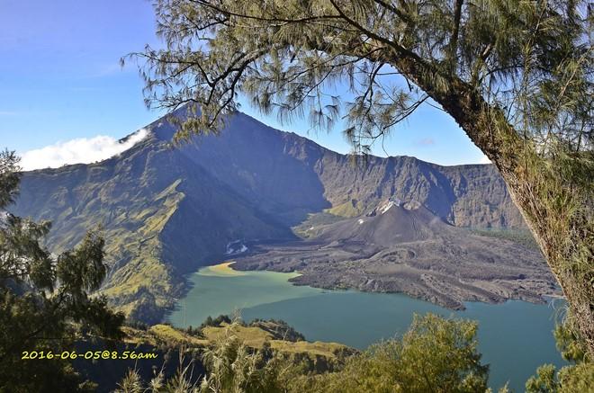 壮丽的火山湖。