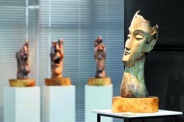 柴烧陶艺品的珍贵之处就是在于其看似瑕疵的「自然落灰釉」。
