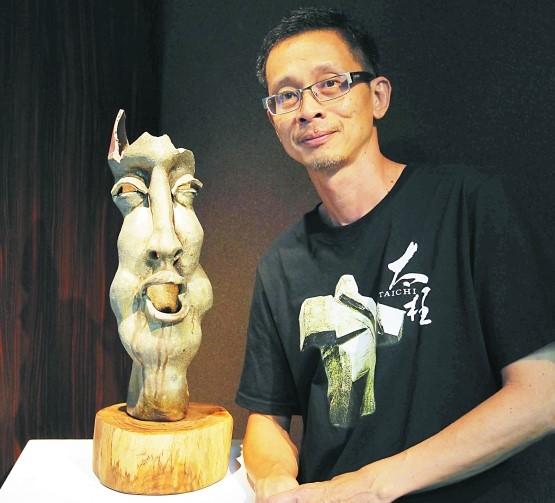 陈伟炎表示陶艺人物塑像的表情,能表达出一个人的七情六欲反映其內心的情绪