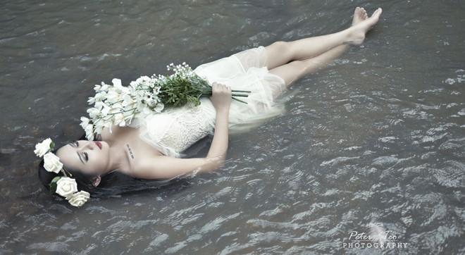"""以""""爱丽丝梦游仙境""""为主题的摄影作品。"""