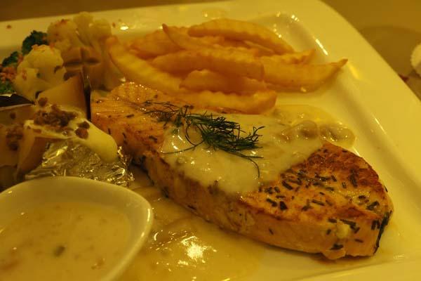 西式三文鱼料理。