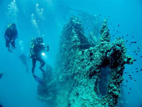 如今只能透过照片,看到过去沉船的模样了。