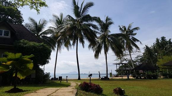 度假村与大海仅几公里路之遥﹐散发浓郁的热带度假风情。