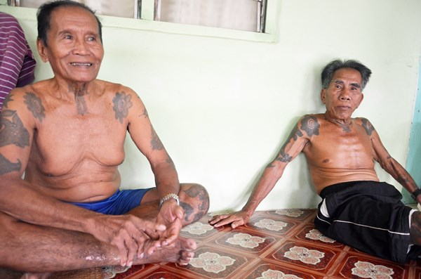 迪奥(右)及其兄长慕莱沙比,犹记得共产份子经常到长屋索讨食物的恐惧日子。