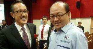州旅游、文化及环境部长拿督马希迪曼俊与出席者交流。