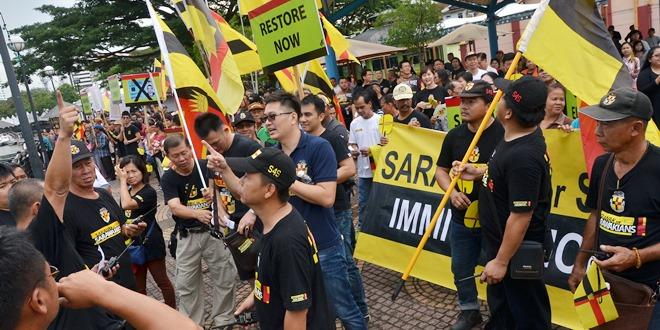 数百名来自各族的参与者聚集一堂,只为向砂拉越州立法议会表达心声。