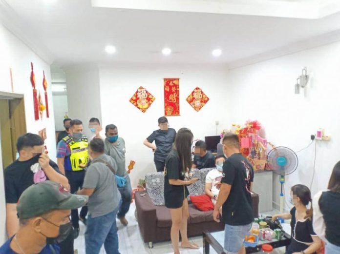 半独立排屋开赌龙虎国际网站局 21华裔男女被捕